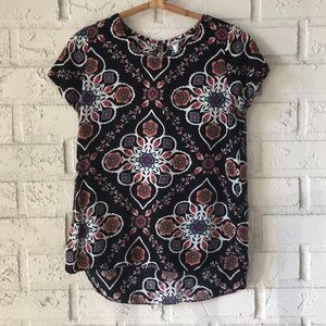 ✨Patterned Old Navy short sleeve tee✨